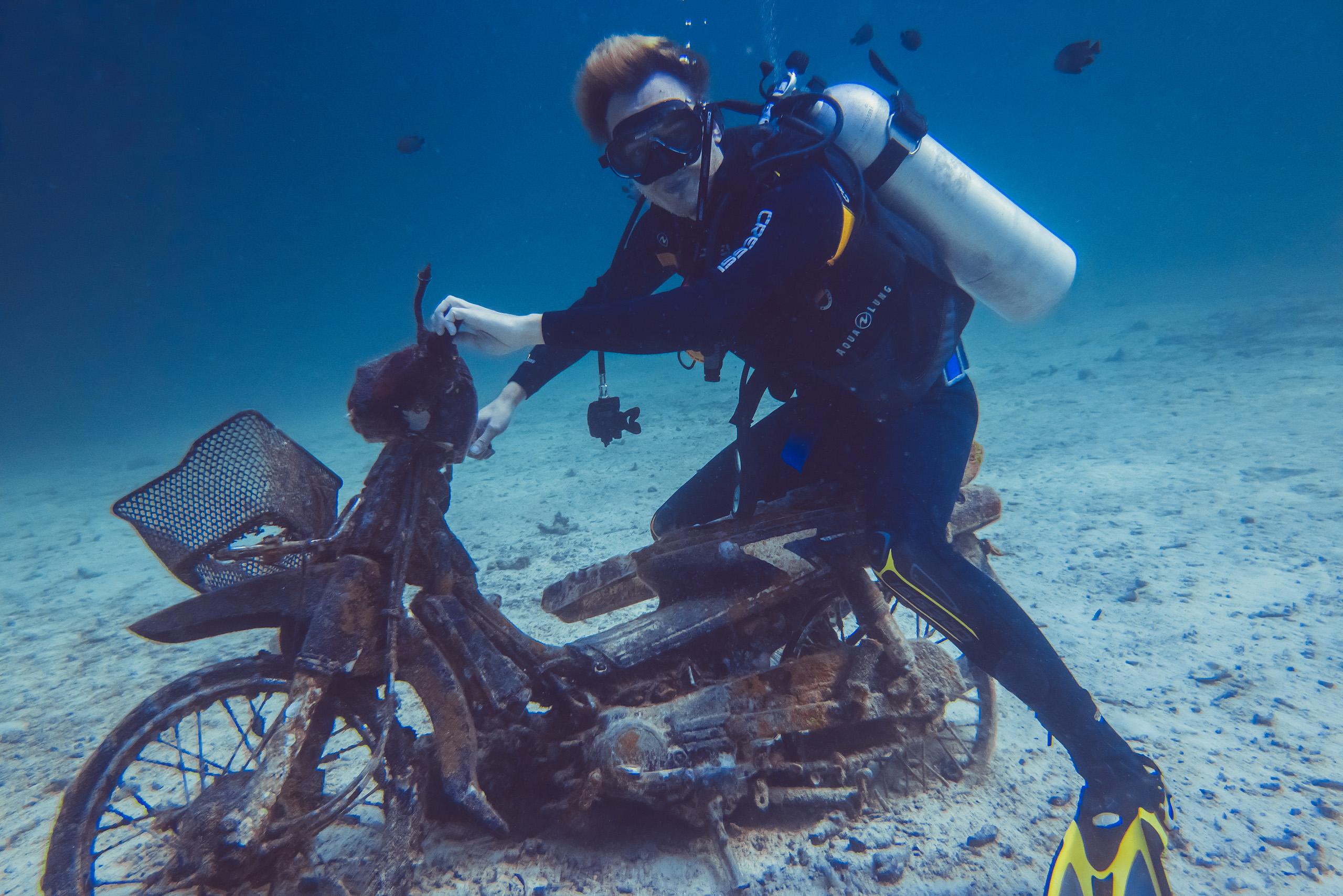 Scuba Tauchen mit Roller Unterwasser