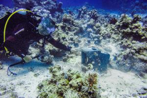 Alter Fernseher beim Scuba Diving